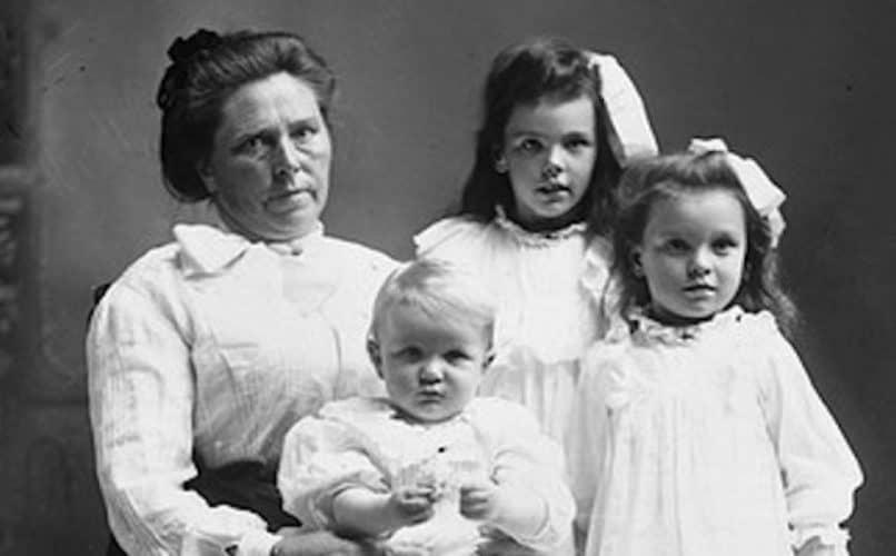 Belle Gunnes med barn