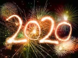 2020 skrevet i fyrverkeri